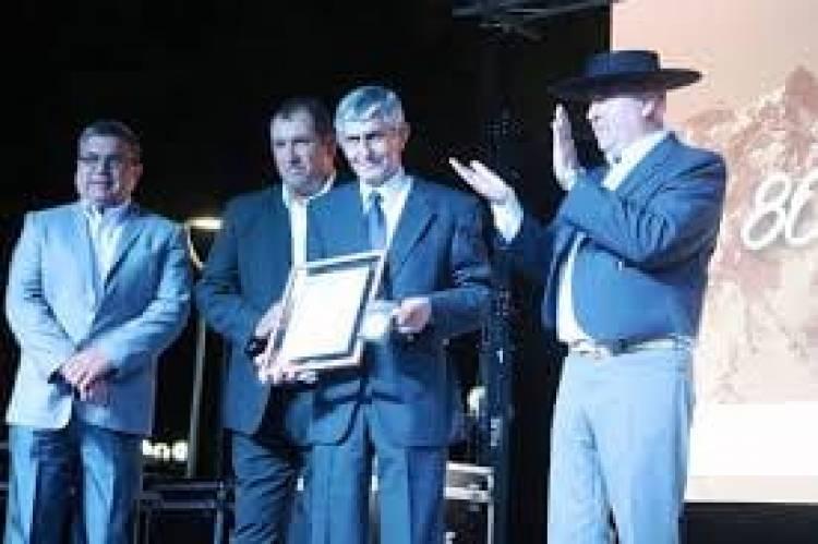 Roban vaquillas a ex gobernador de Linares