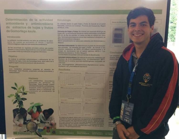 Estudiante del Instituto Linares recibe premio a la trayectoria científica