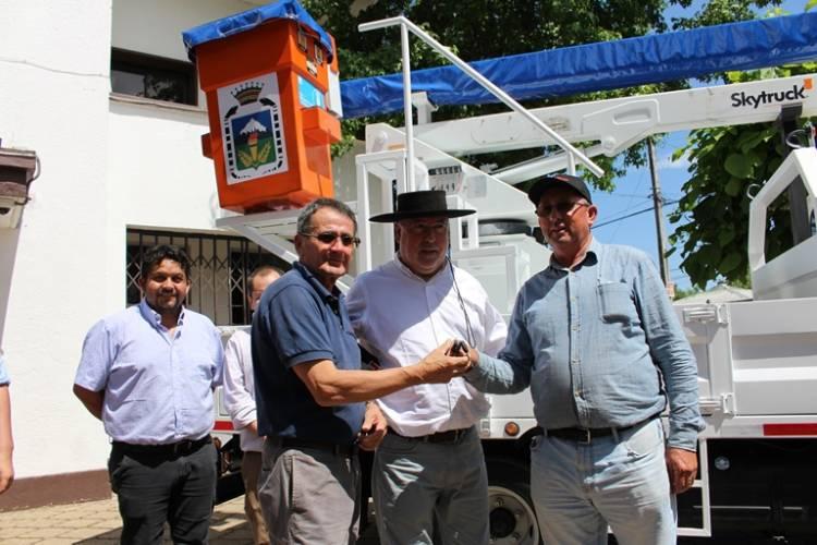 Camión hidroelevador para la comuna de Longaví