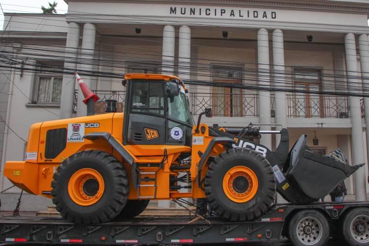 Linares cuenta con  nuevo cargador frontal