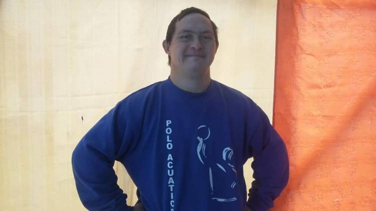 Grave caso de discriminación afecta a fanático del fútbol con Síndrome de Down en Longaví
