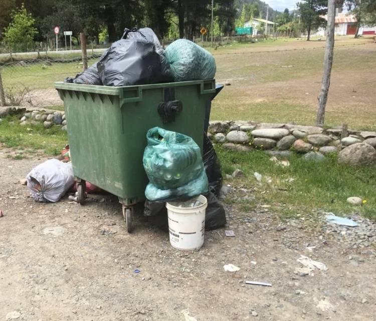 Acumulación de basura en la zona de Achibueno