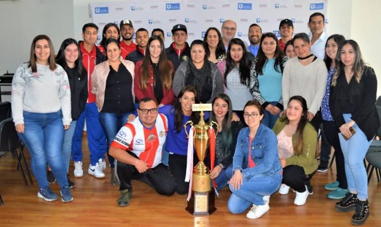Estudiantes del CFT San Agustín compartieron con el plantel de Deportes Linares