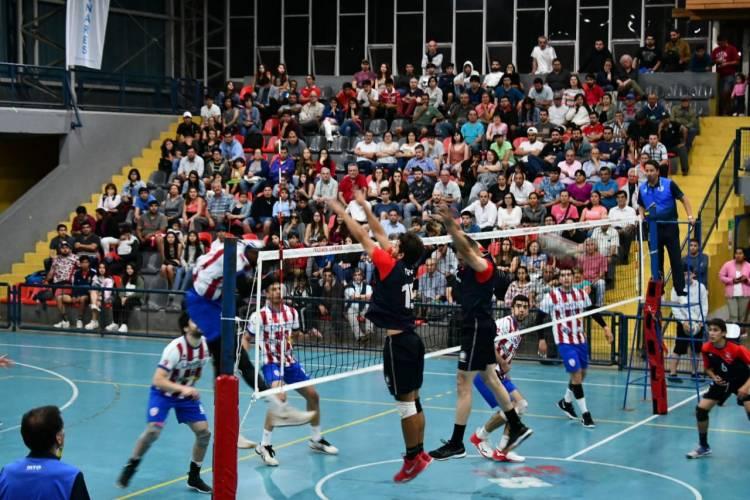 """Los """"rayados albirrojos"""" juegan el duelo de ida de la final del vóleibol profesional de la Liga A1"""