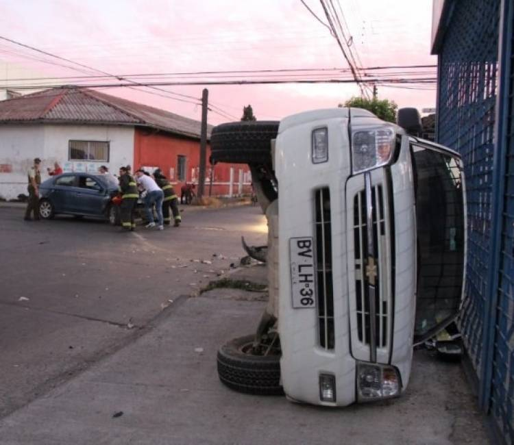 Choques, volcamientos y manejo contra el tránsito en complejo fin de semana en Linares