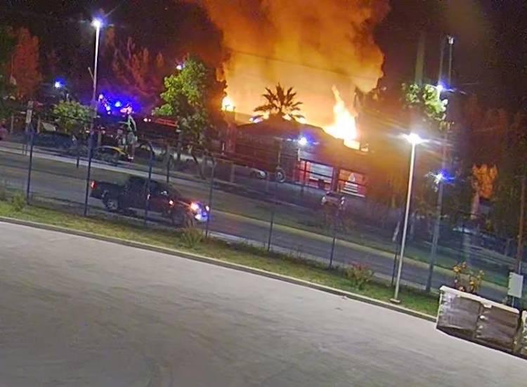 Indagan intencionalidad en incendio que afectó a discoteca Club Madero de Linares