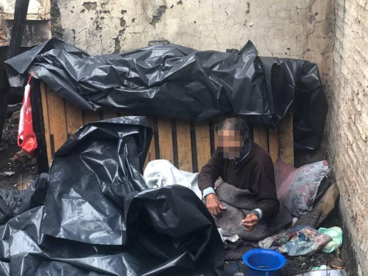 Grave caso de abandono afecta a adulto mayor de 70 años en el sector oriente de Linares