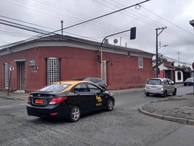 Delincuentes huyen con 12 millones de pesos tras robo con violencia en Linares