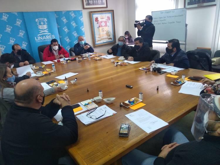 Fuerte altercado entre Mario Meza y concejal Michael Concha en pleno Concejo Municipal