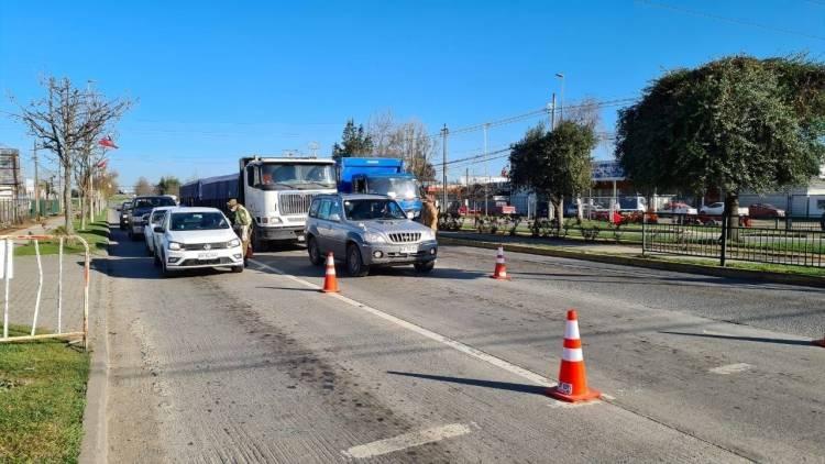 Carabineros detecta a menor de edad en porta maletas de auto en barrera de control en Linares