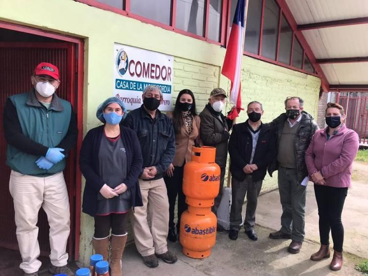 Cámara de Comercio obsequia recargas de gas a organizaciones sociales y centros comunitarios de Linares