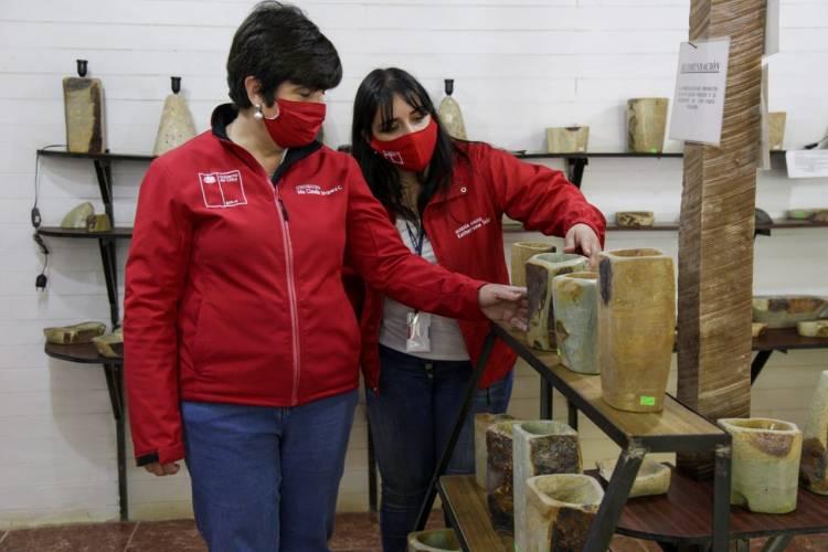 Entregan elementos de seguridad y herramientas a ZeoMaule en la localidad de Quinamávida
