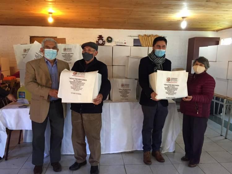 Entregan kits sanitarios a adultos mayores de Colbún