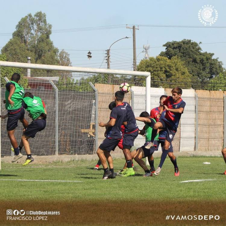 Decretan cuarentena obligatoria para 14 jugadores de Deportes Linares por brote de Covid-19