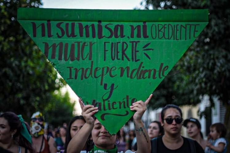 """""""Mujeres por Linares"""" denuncian violencia y agresividad cotidiana en el """"Día Internacional contra la Violencia hacia las Mujeres"""""""