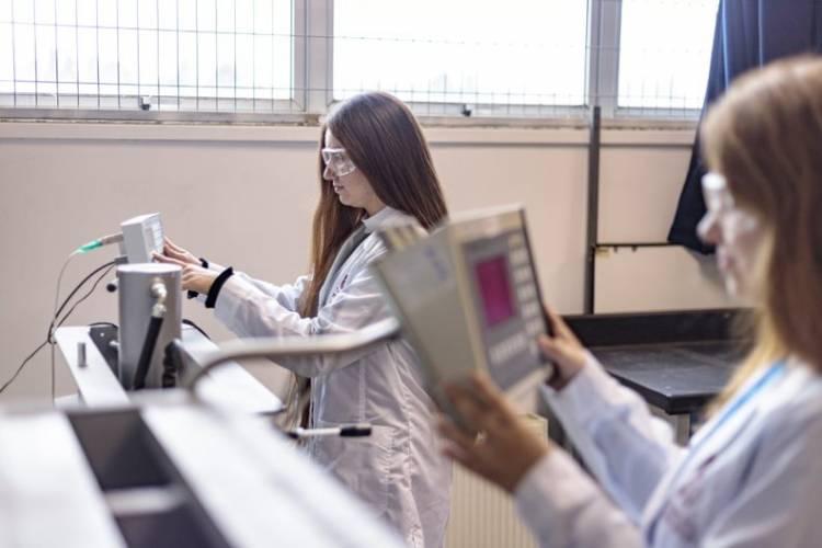 Más mujeres en ingeniería: UTalca apuesta por una admisión especial que no prioriza la Prueba de Transición