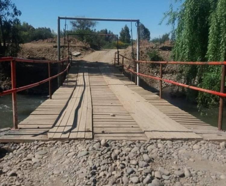 """Construirán """"banden"""" sobre el río Putagán para conectar a los vecinos de Linares y Villa Alegre"""