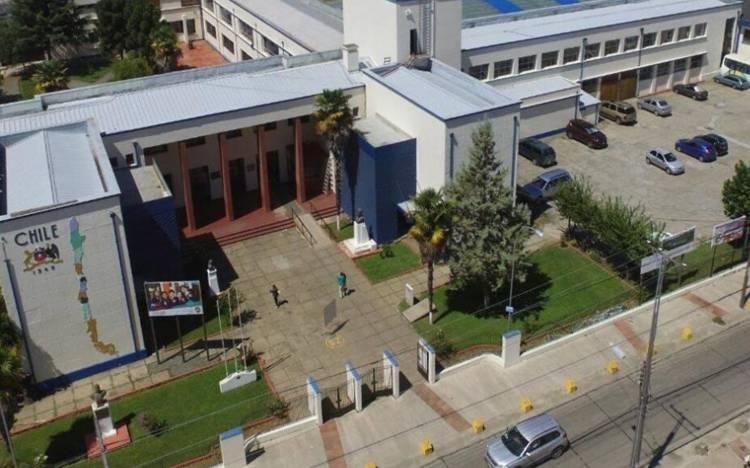 """Liceo de Excelencia Bicentenario """"Valentín Letelier"""" de Linares no exigirá uniforme a sus alumnos durante 2021"""