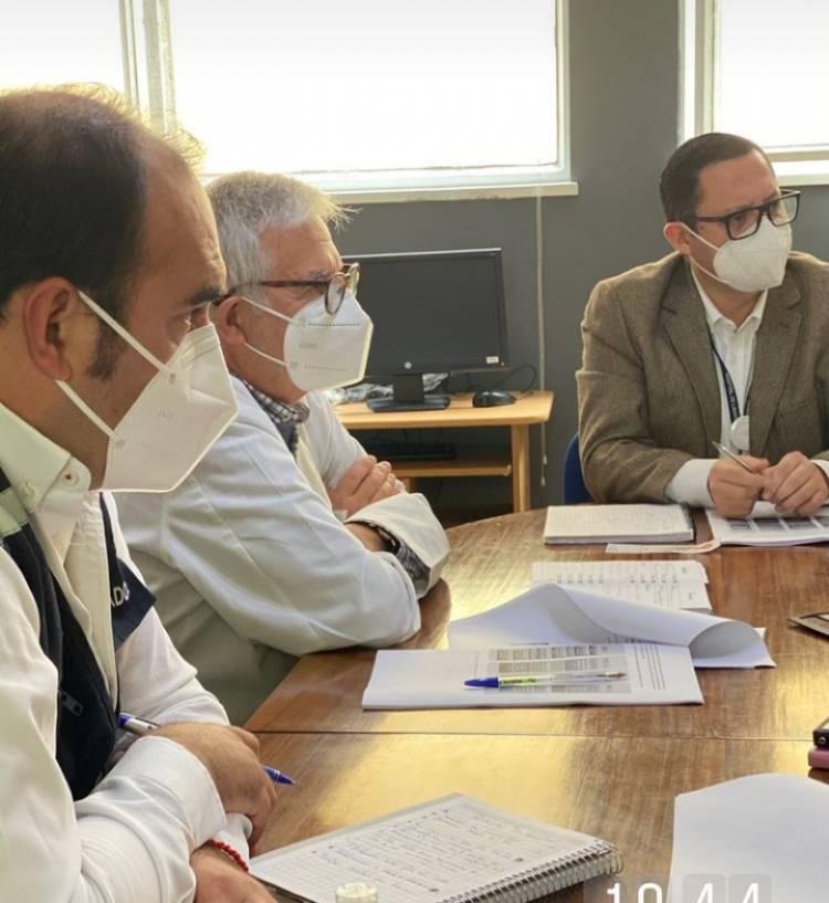 Autoridades coordinan apoyo ante colapso del hospital base de Linares debido a la crisis sanitaria del Covid-19
